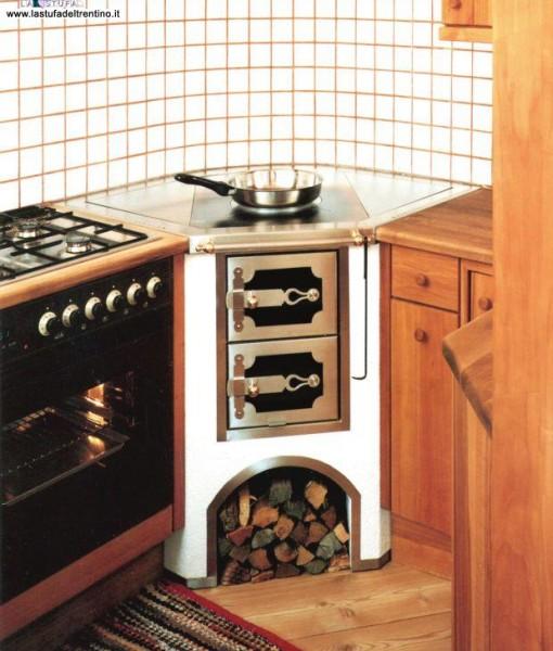 33-Cucina ad angolo   Stufa del Trentino